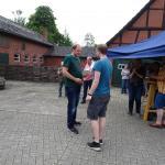 Philipp Fischer bedankt sich bei Florian Heemann für die Einladung